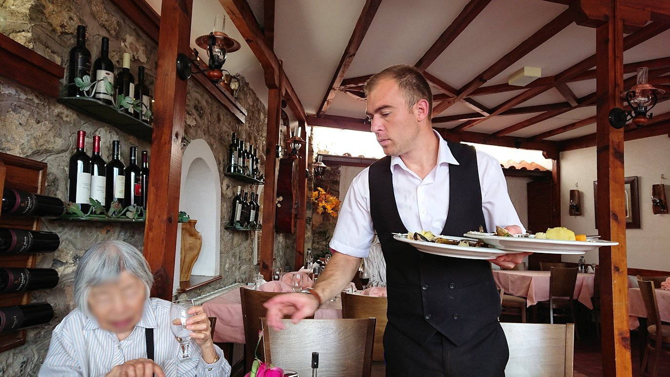 北マケドニアのオフリドで昼食を楽しむ1