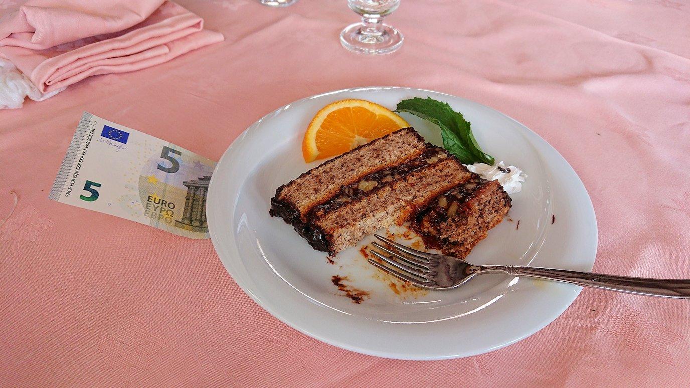 北マケドニアのオフリドで昼食を楽しむ5