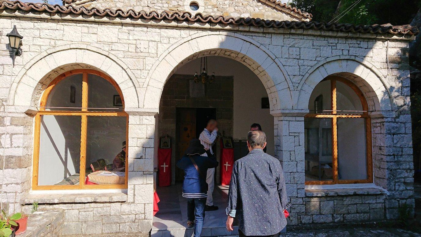 アルバニアで世界遺産のベラトの街でゴリツァ地区に渡る6