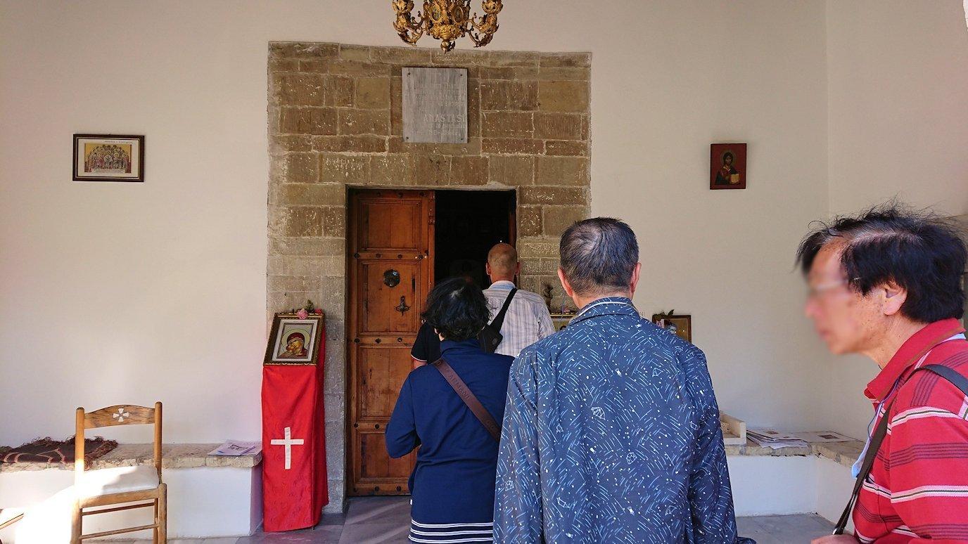 アルバニアで世界遺産のベラトの街でゴリツァ地区に渡る7