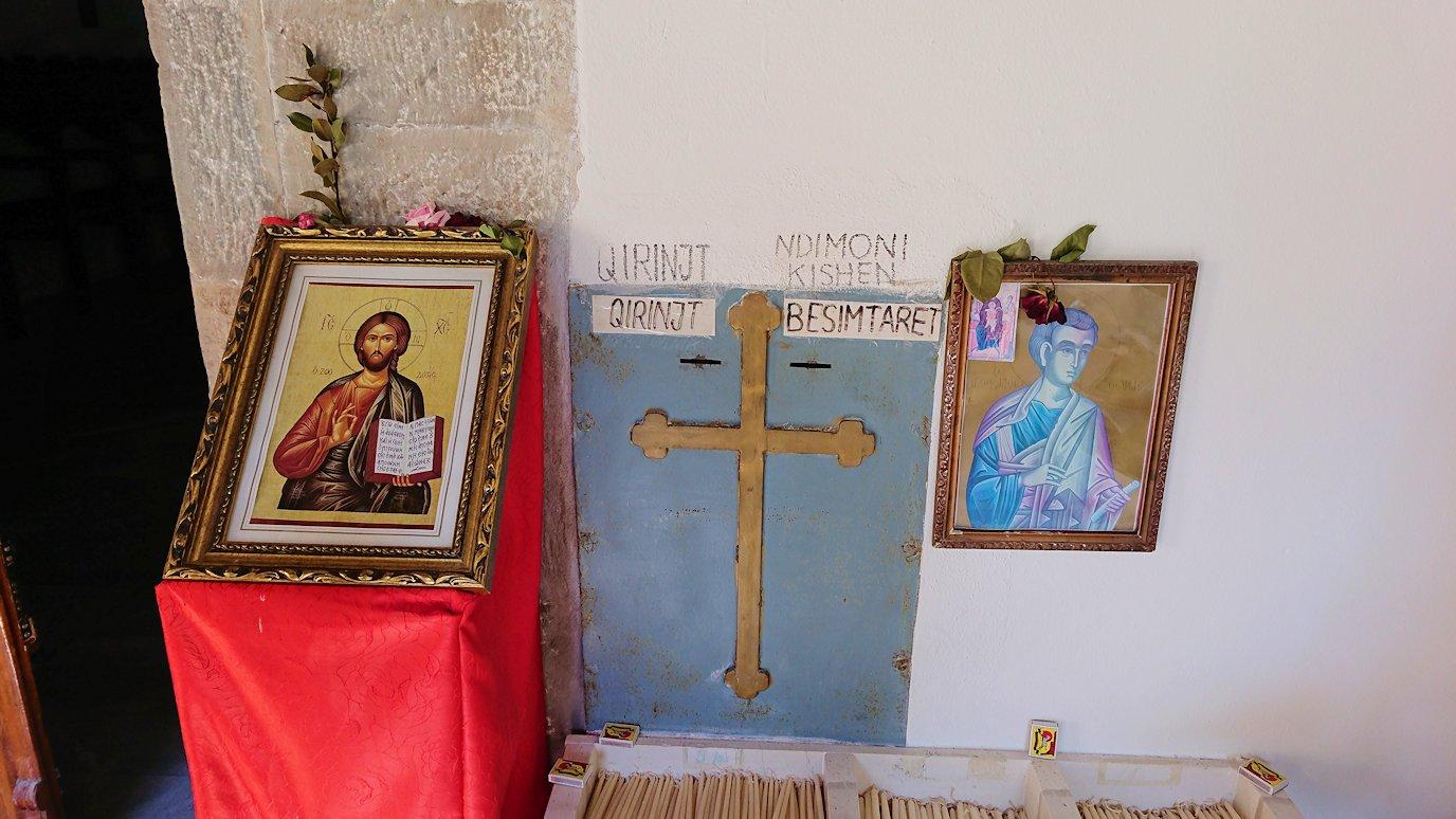 アルバニアで世界遺産のベラトの街でゴリツァ地区にある聖トマス教会を訪問8