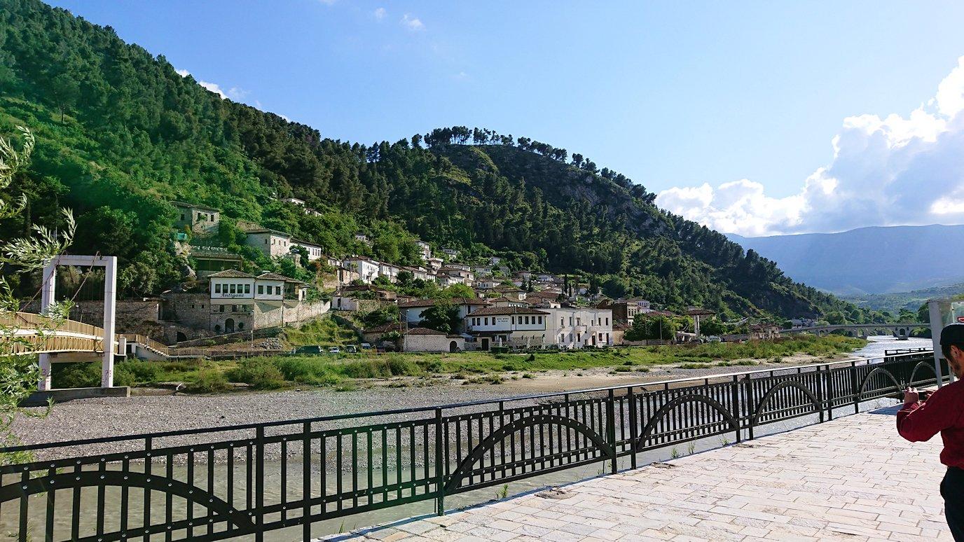 アルバニアで世界遺産のベラトの街を見学し、ティラナへ向かいます1