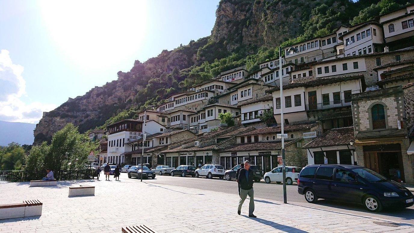 アルバニアで世界遺産のベラトの街を見学し、ティラナへ向かいます2