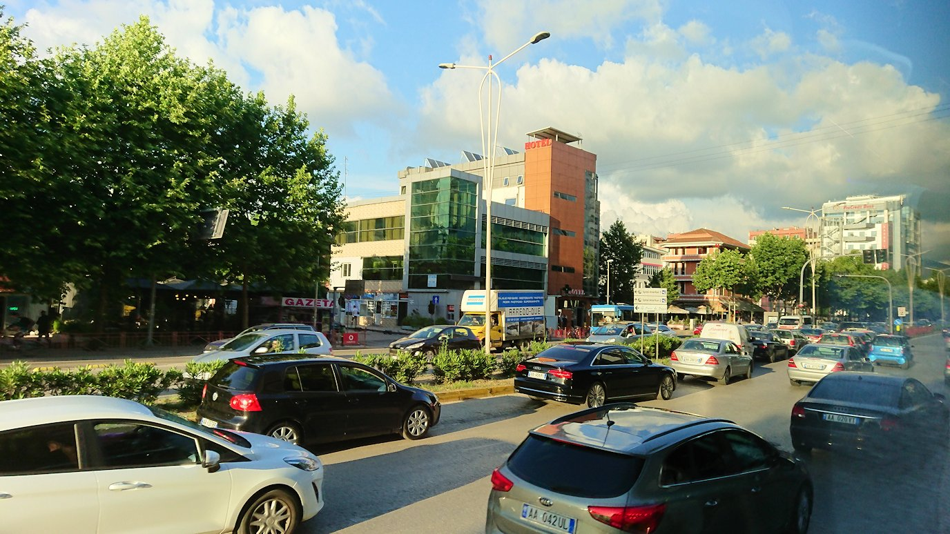 アルバニアで世界遺産のベラトからティラナへバスで移動3