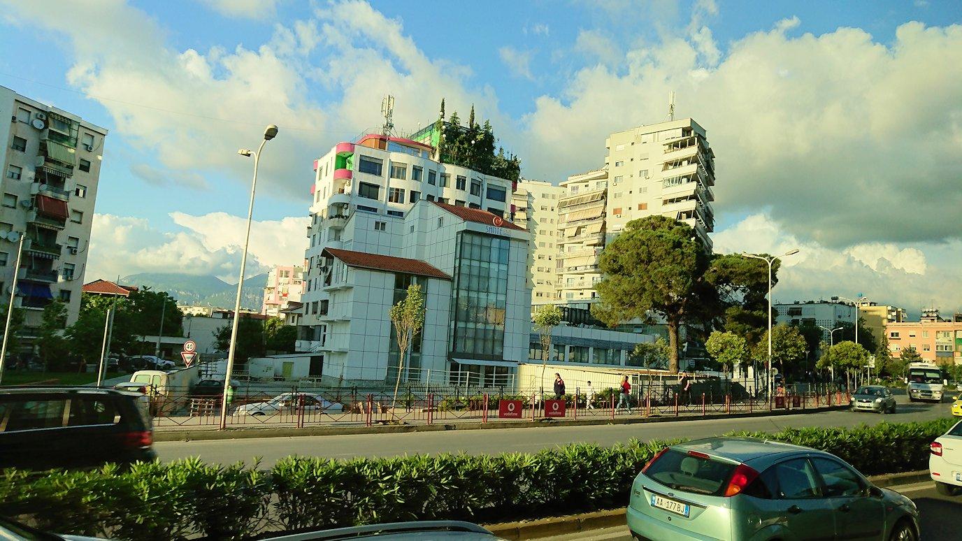 アルバニアで世界遺産のベラトからティラナへバスで移動4