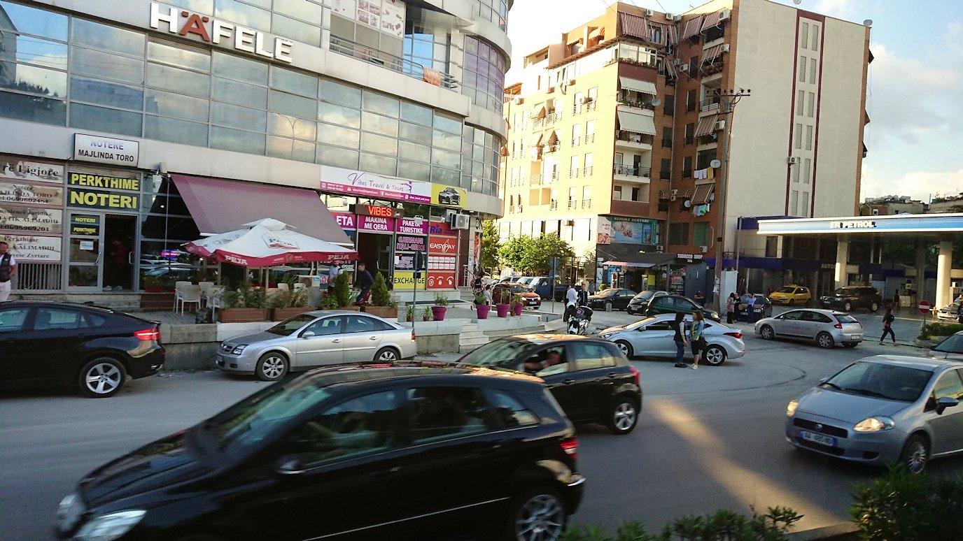 アルバニアで世界遺産のベラトからティラナへバスで移動6