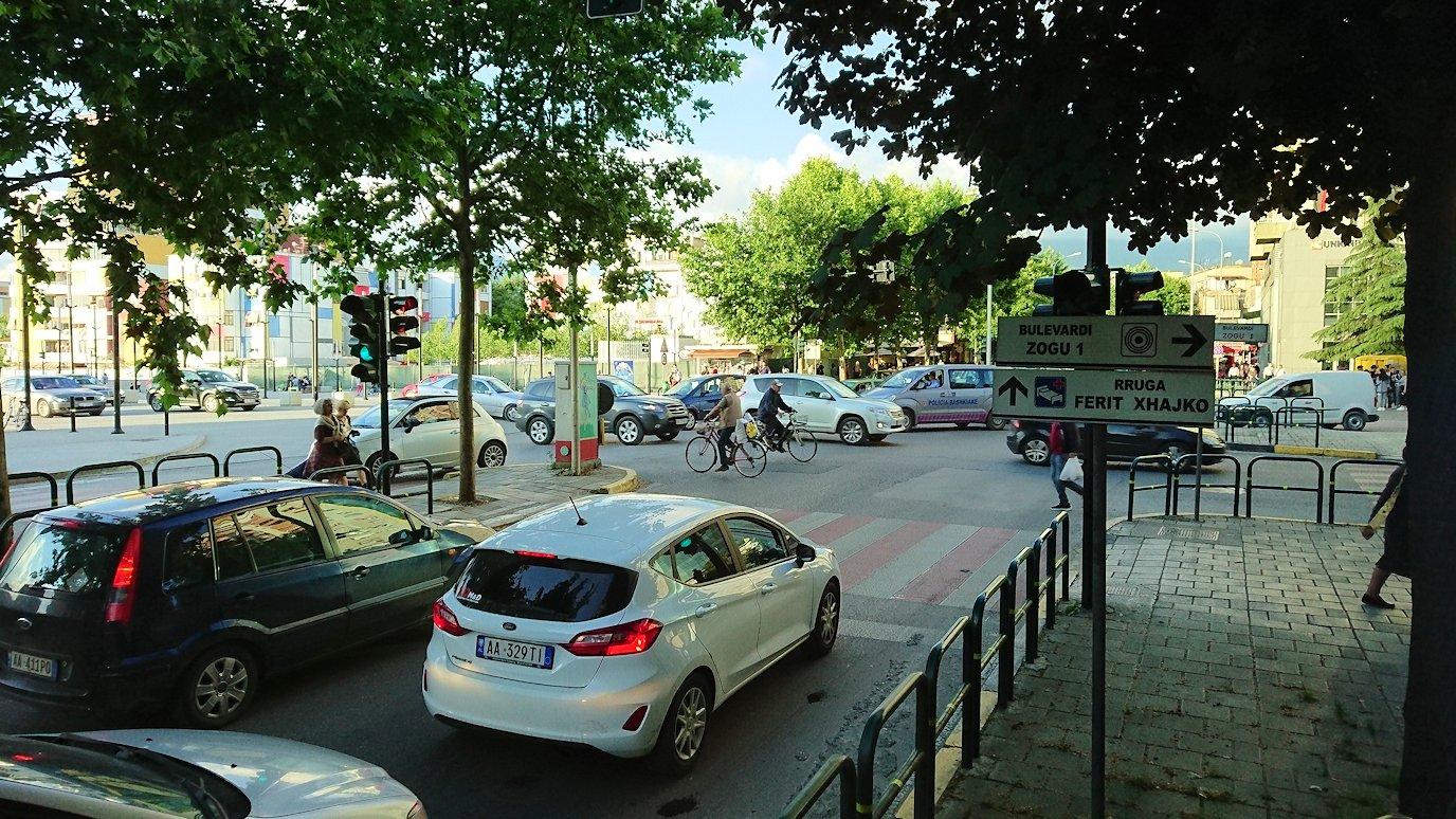 アルバニアで世界遺産のベラトからティラナへバスで移動7