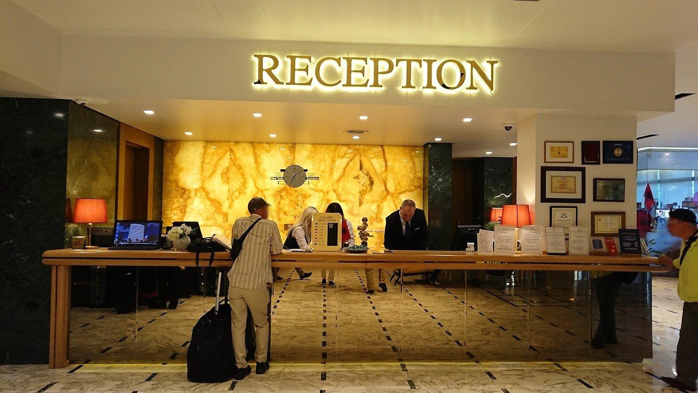 アルバニアで首都ティラナのホテル・インターナショナルにチェックイン1