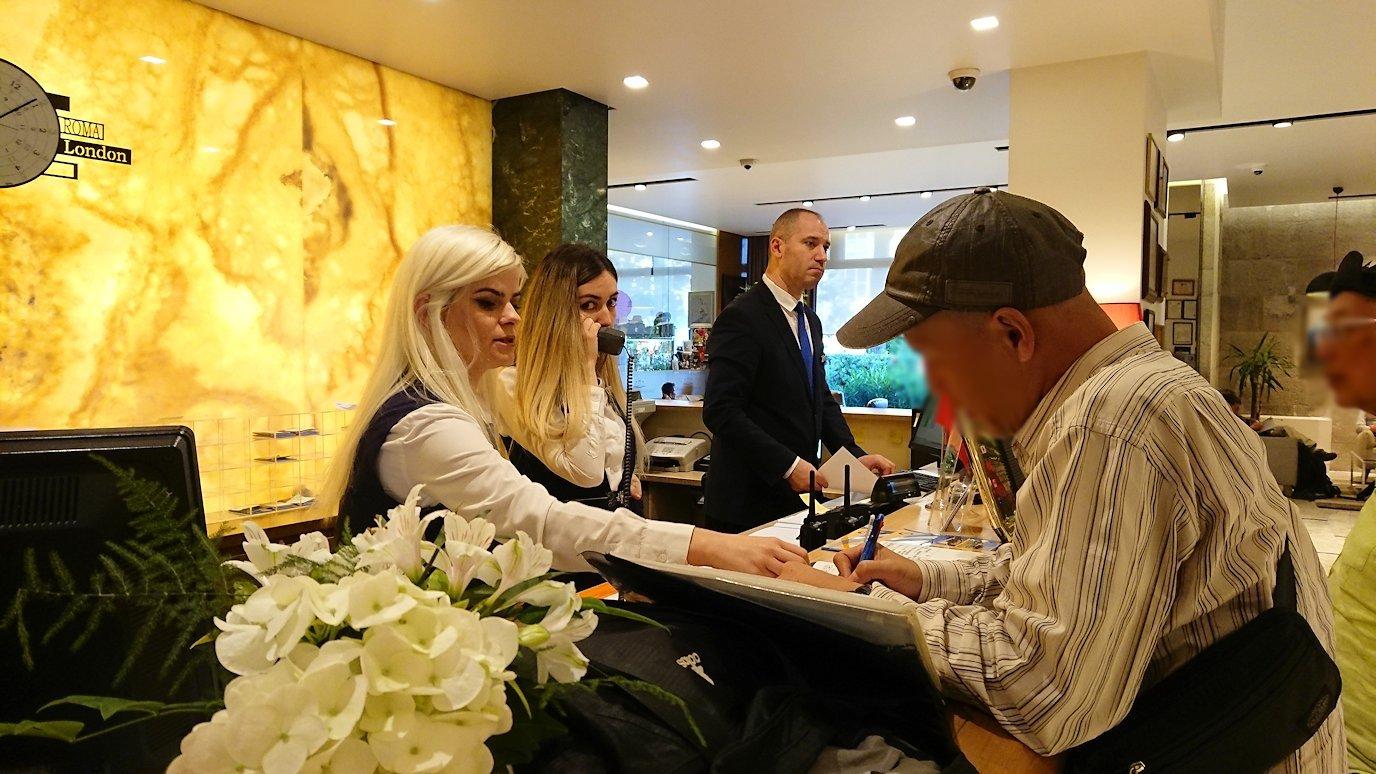 アルバニアで首都ティラナのホテル・インターナショナルにチェックイン2