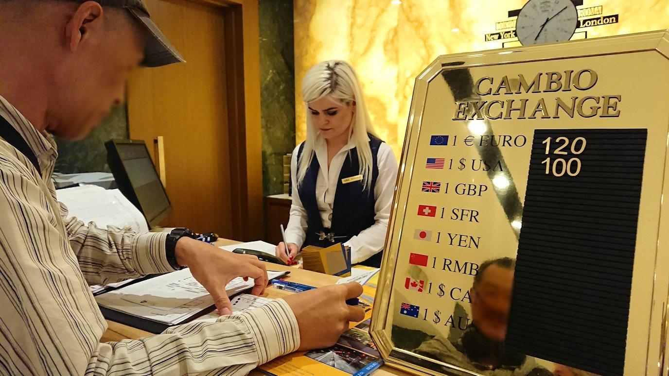 アルバニアで首都ティラナのホテル・インターナショナルにチェックイン3
