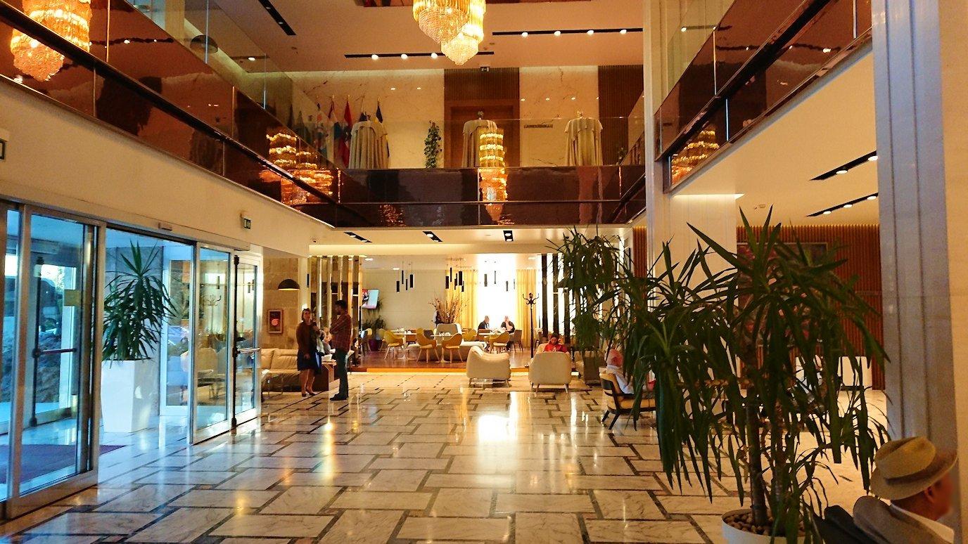 アルバニアで首都ティラナのホテル・インターナショナルにチェックイン4