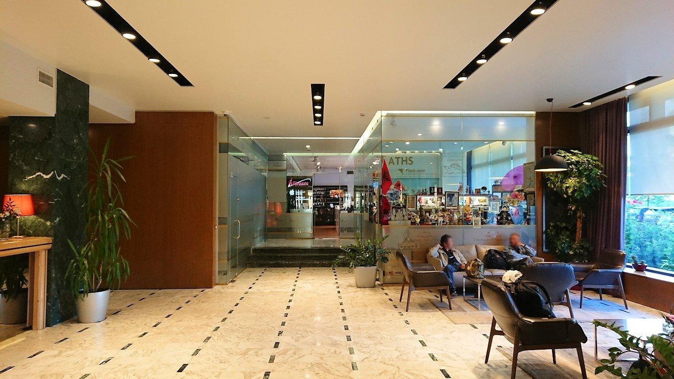 アルバニアで首都ティラナのホテル・インターナショナルにチェックイン6