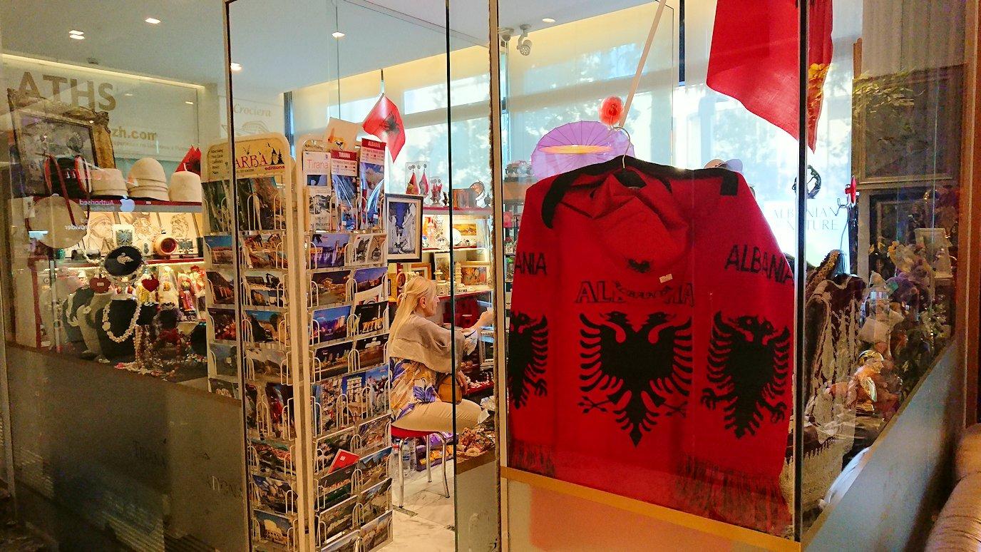 アルバニアで首都ティラナのホテル・インターナショナルにチェックイン7