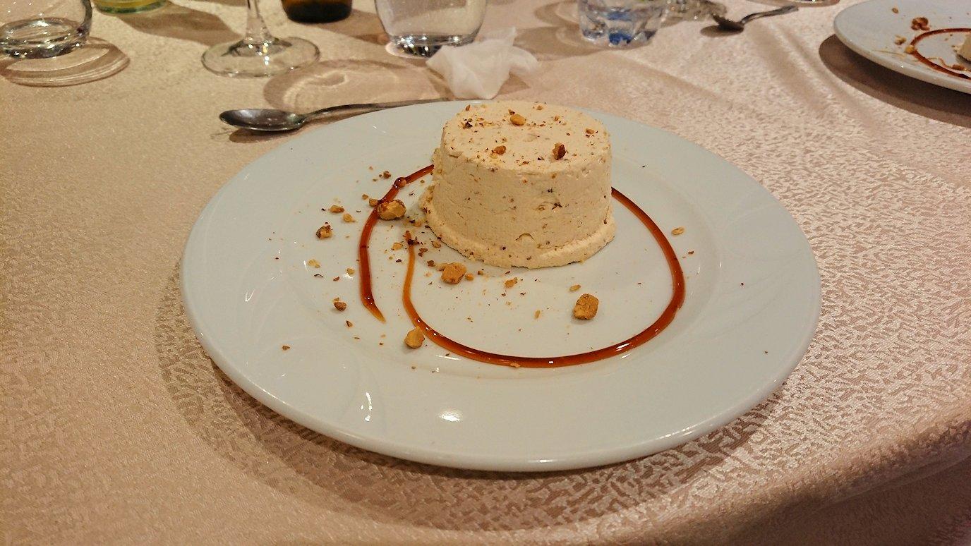 アルバニアで首都ティラナのホテル・インターナショナルで夕食を美味しくいただくのであった