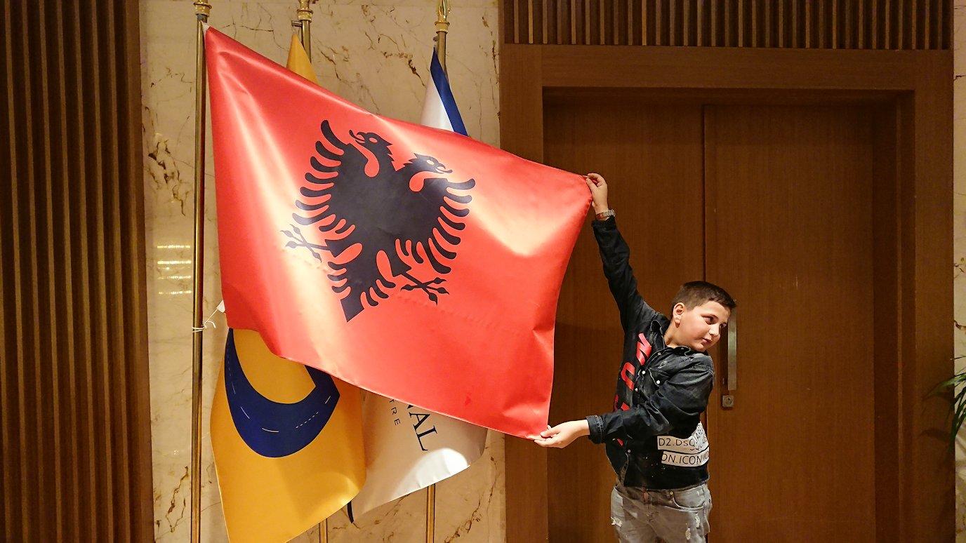 アルバニアで首都ティラナのホテル・インターナショナルで夕食を美味しくいただくのであった2