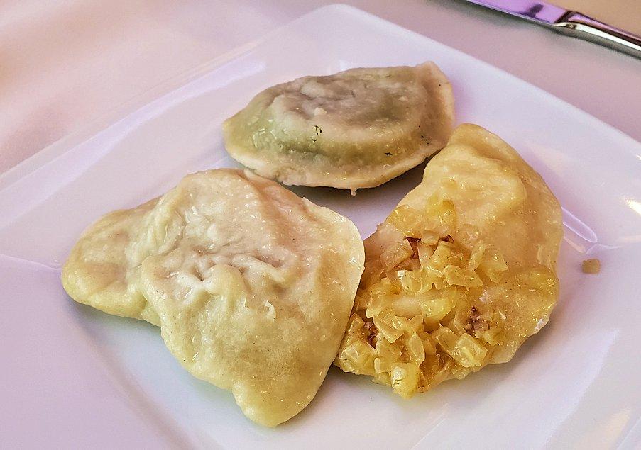 ポーランドの人気料理ピエロギで野菜入り2