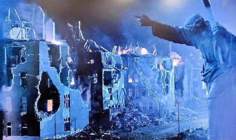 戦場のピアニストでも出てくる、ワルシャワの聖十字架前のキリスト像