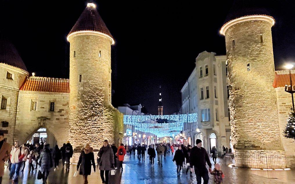エストニアの首都タリン旧市街地の入口でもあるヴィル門の正面写真