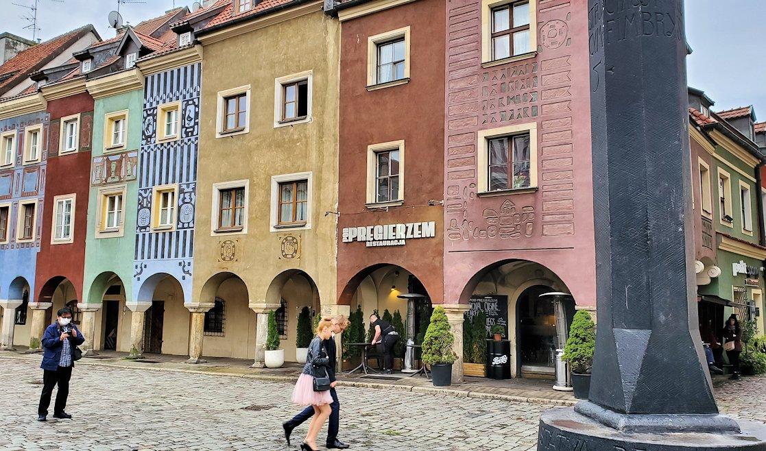 ポズナン旧市街地の広場に並ぶお洒落で可愛い家