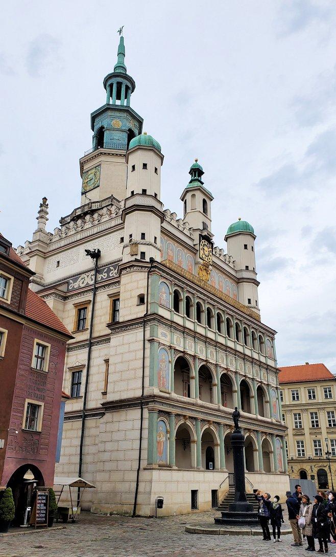 ポズナン旧市街地の広場にある旧市庁舎