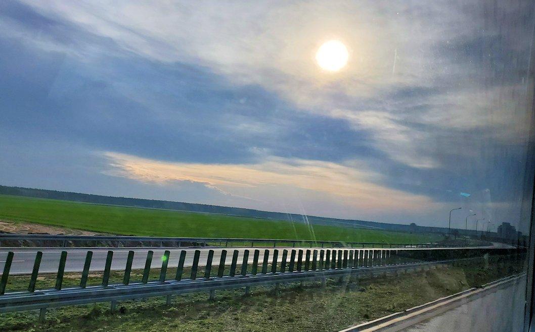 バスでヴロツワフへ向けて移動中に見える太陽