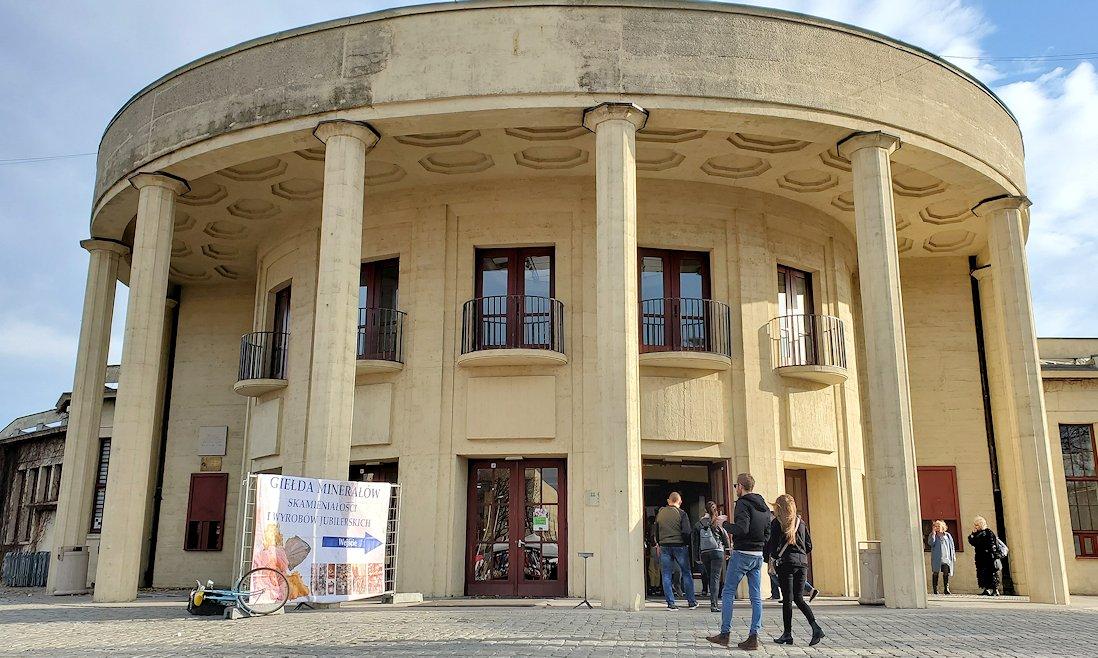ヴロツワフの百年記念会館の真ん前