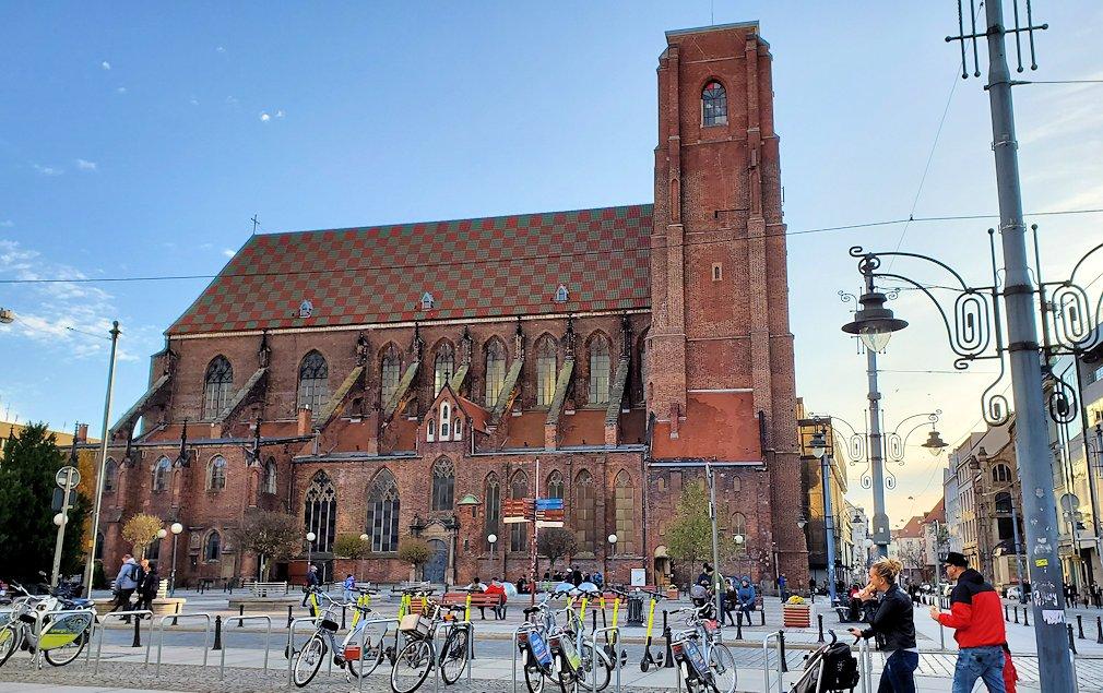 聖エルジュビェタ教会を眺める