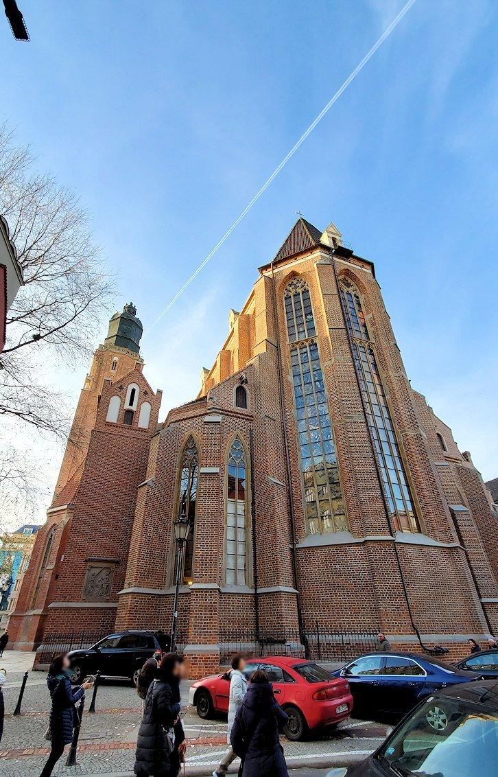 聖エルジュビェタ教会を見上げる