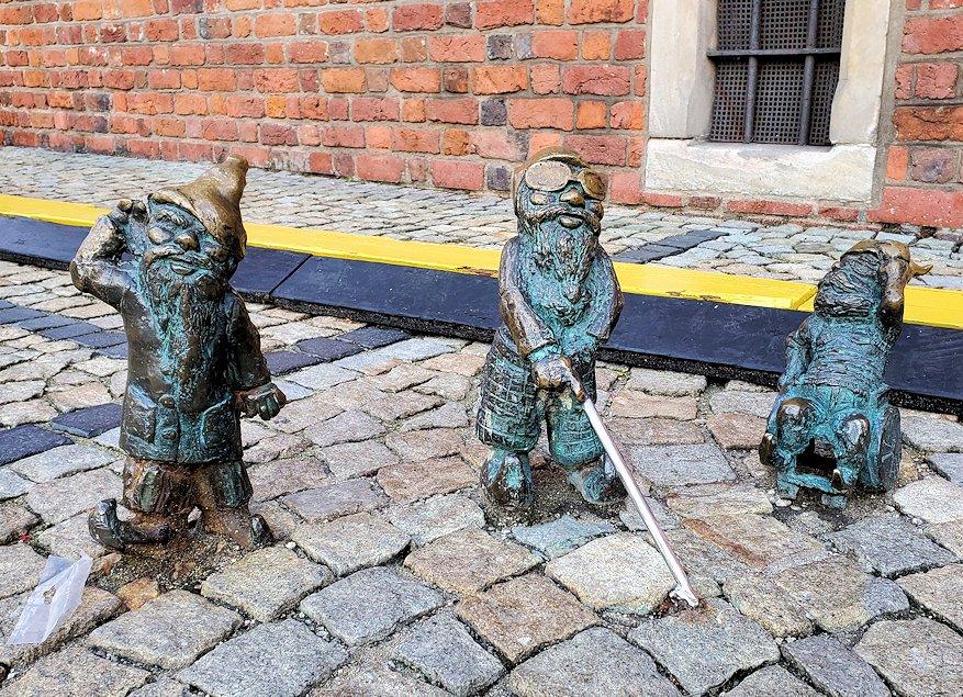 3体の小人像
