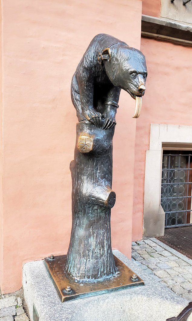 熊さんの像も