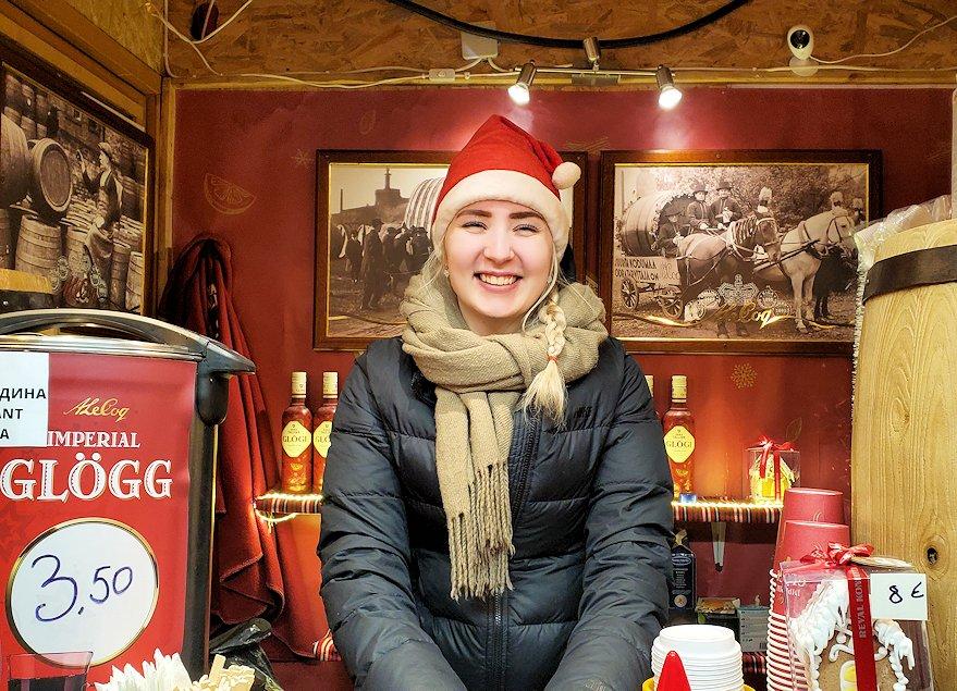 エストニアのクリスマスマーケットで出会った美女