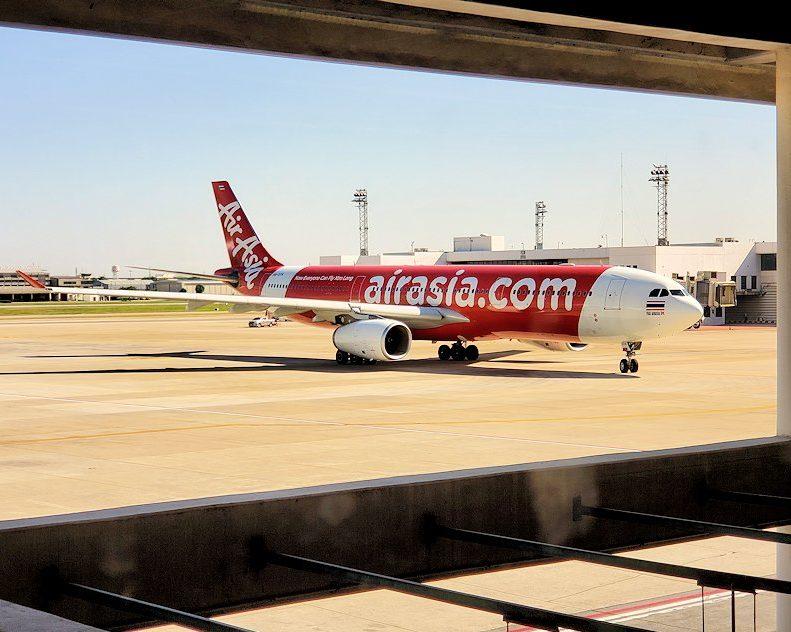 LCCエアアジアでバンコク:ドンムアン国際空港に到着