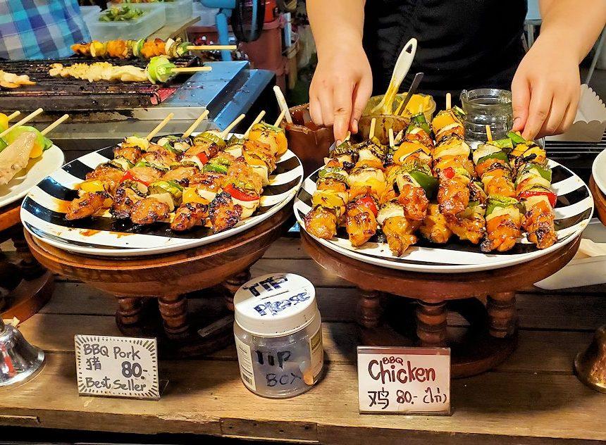 バンコク:ナーナー駅近くの露店が出ている広場で売られていた串焼