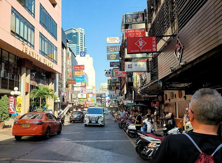 バンコク市内のタニヤ通にはこのように日本人街があり、まるで日本のような光景が見られます-3