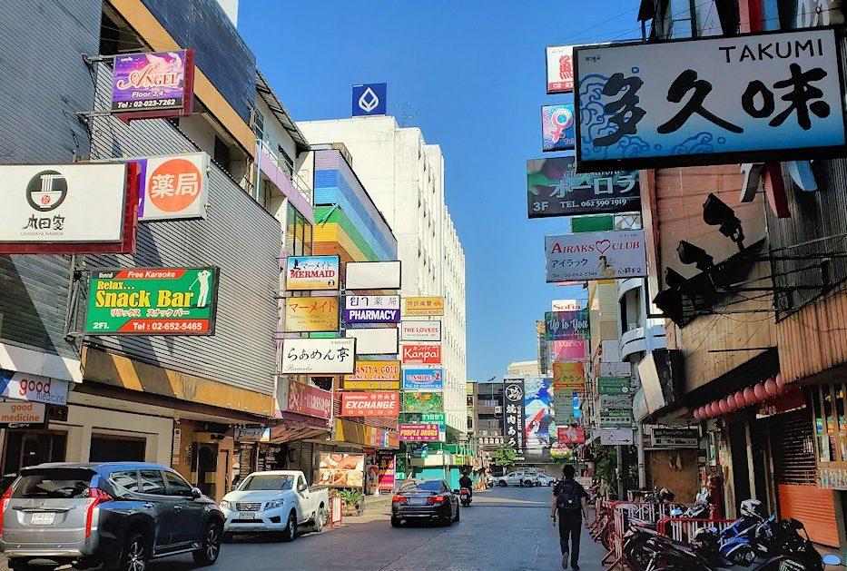 バンコク市内のタニヤ通にはこのように日本人街があり、まるで日本のような光景が見られます-4