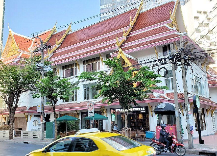 バンコク市内のタニヤ通にはこのように日本人街があり、その近くにあったスターバックスの店舗