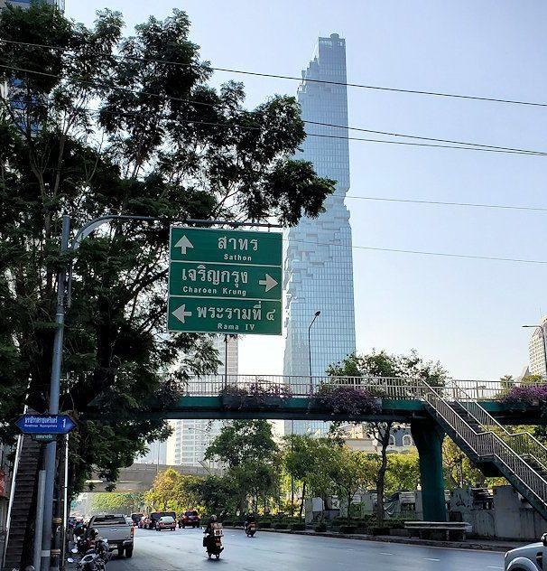 バンコク市内でも2番目に高い、314mの高さを誇る「キングパワー・マハナコーンビル」(King Power MahaNakhon)