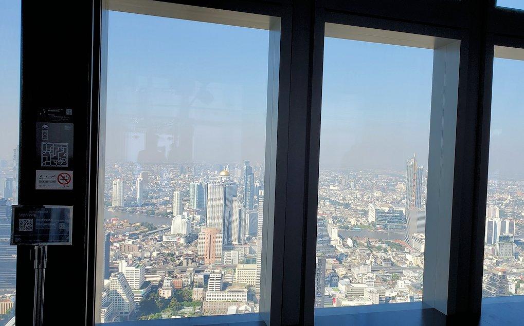 「キングパワー・マハナコーンビル」(King Power MahaNakhon)の展望フロアである74階の景色