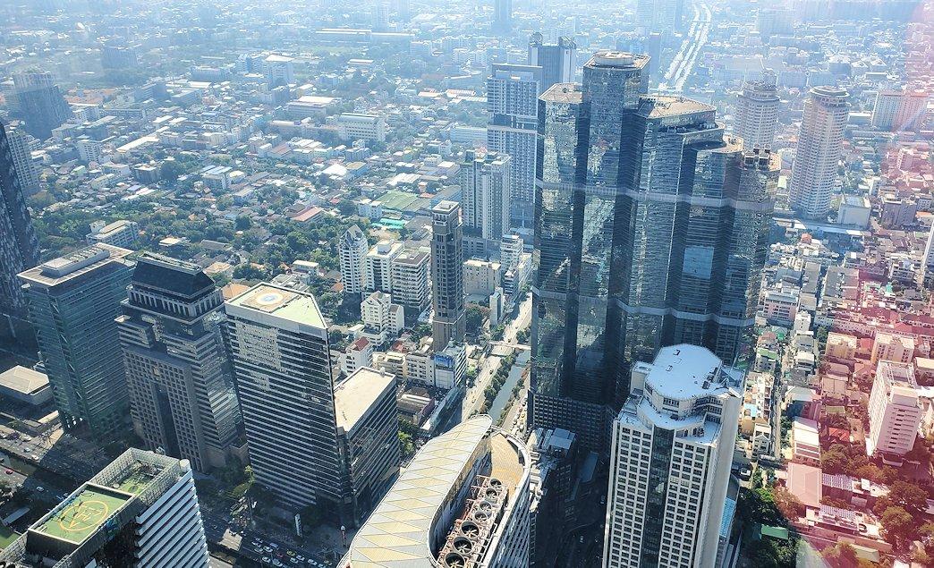 「キングパワー・マハナコーンビル」の74階展望フロアから見えるバンコク市内の景色-2