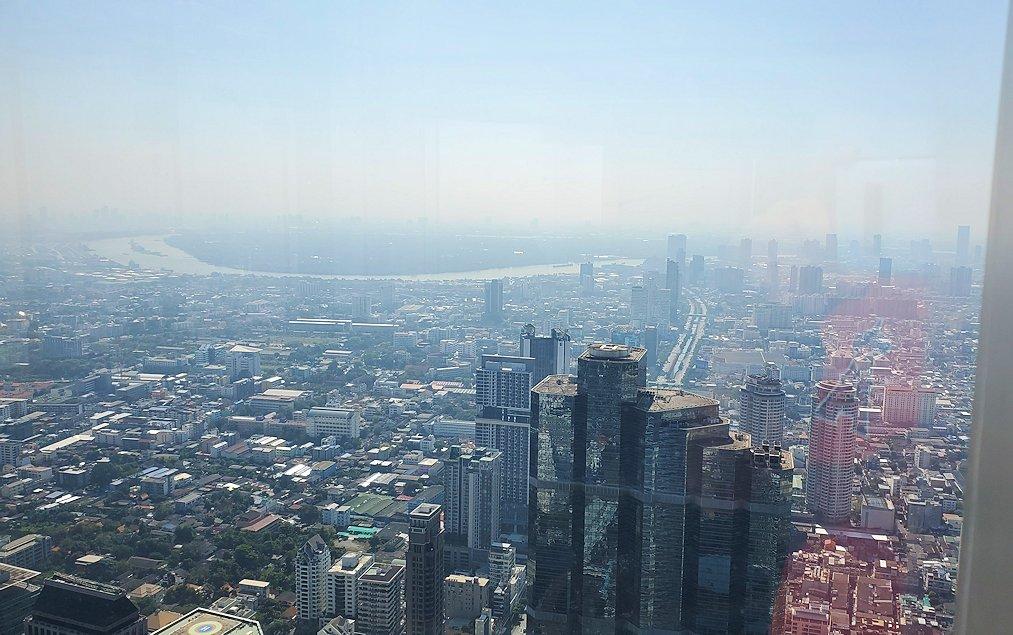 「キングパワー・マハナコーンビル」の74階展望フロアから見えるバンコク市内の景色-3