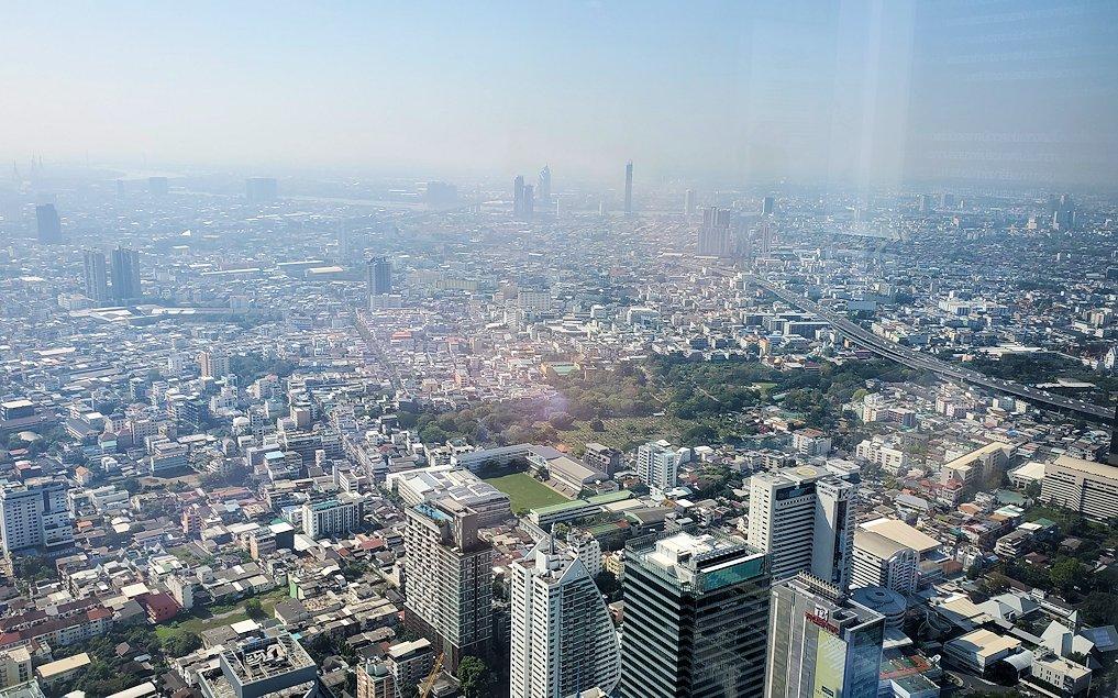 「キングパワー・マハナコーンビル」の74階展望フロアから見えるバンコク市内の景色-5