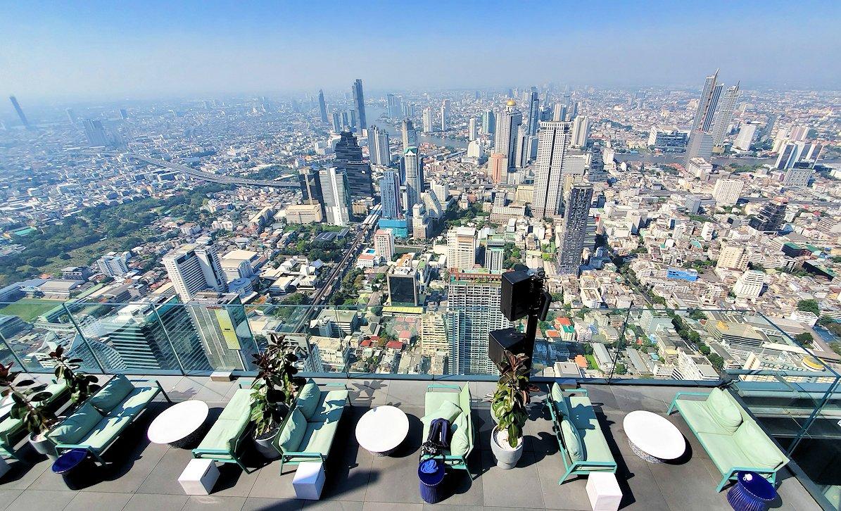 「キングパワー・マハナコーンビル」の屋外展望デッキの一番高い場所314mからの眺め-3