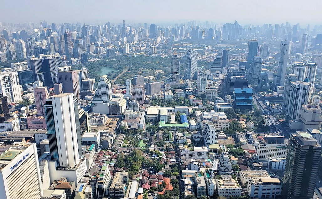 「キングパワー・マハナコーンビル」の屋外展望デッキの一番高い場所314mからの眺めるバンコク市内の景色-2