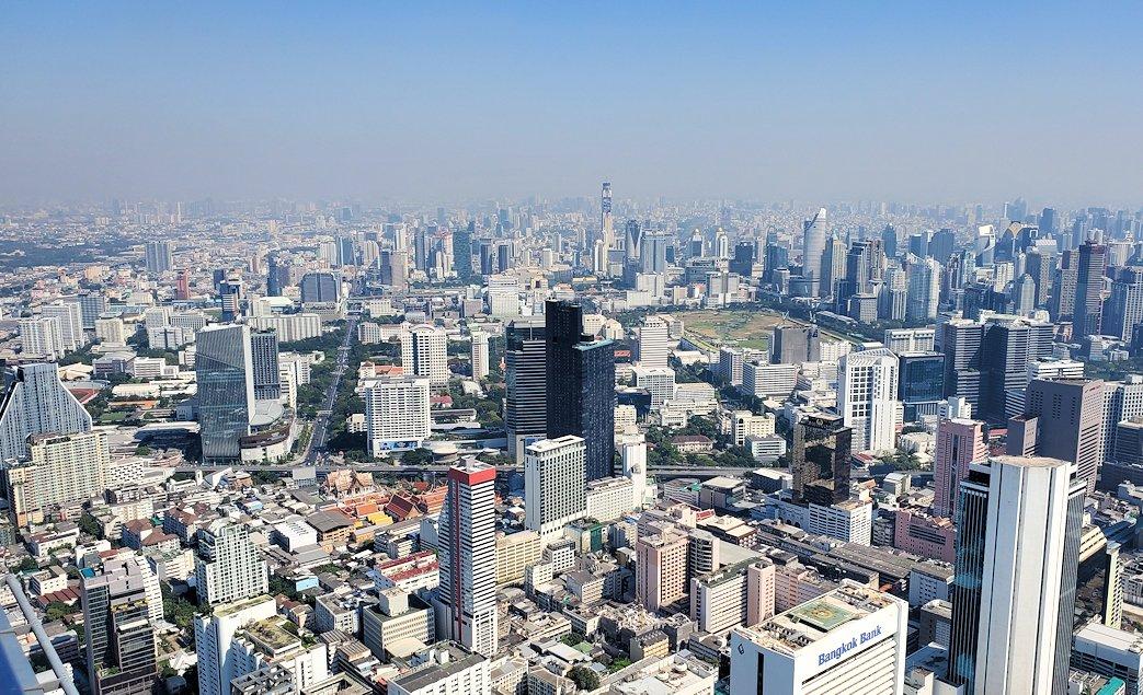 「キングパワー・マハナコーンビル」の屋外展望デッキの一番高い場所314mからの眺めるバンコク市内の景色-3