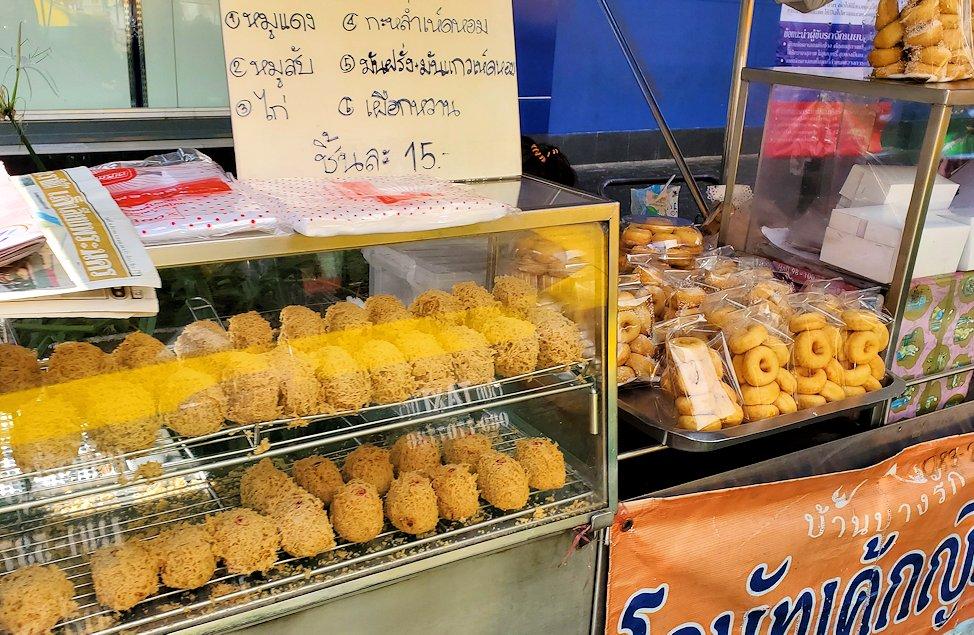 バンコク市内で道端にあった食べ物の露店