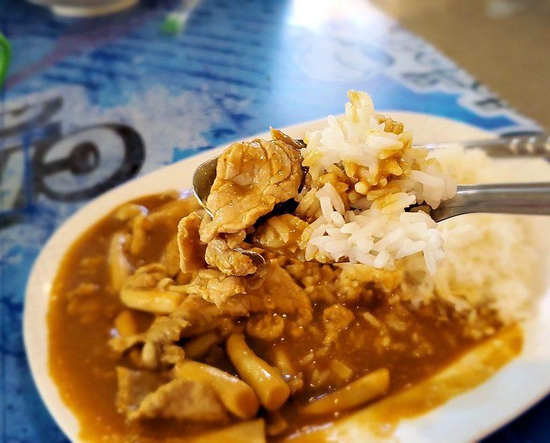 バンコク市内にあるフードコートにあるお店でこれからラーメンを食べます-2