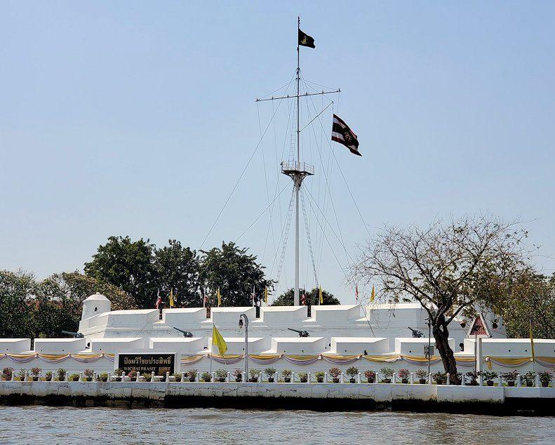 チャオプラヤー川沿いに見える「ウィチャイ・プラシット砦」という場所
