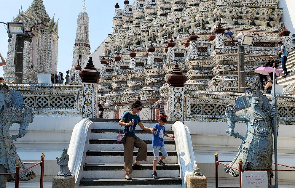 バンコク市内にあるワット・アルン寺院にあった像-2