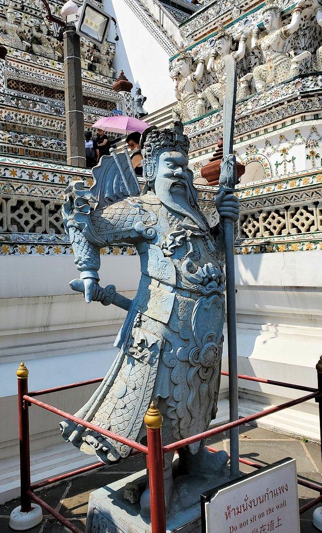 バンコク市内にあるワット・アルン寺院にあった像-3