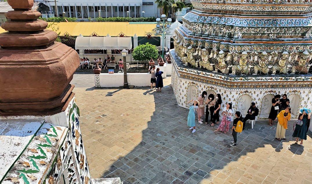 バンコク市内にあるワット・アルン寺院の造りを眺める-2